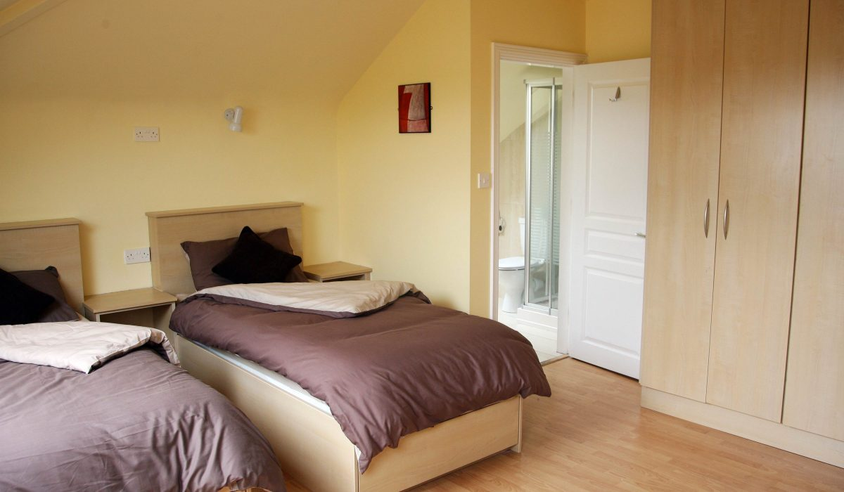 Atlantic_Language_Junior_Summer_Residence_Bedroom-1200x700